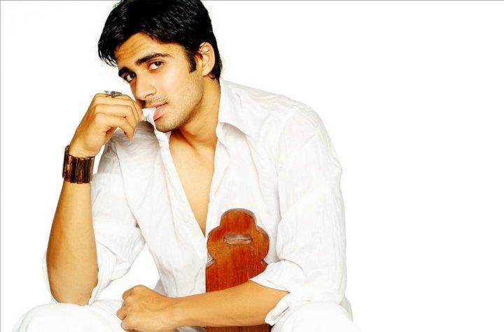 Romantic Avinash Sachdev