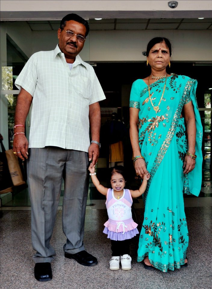 Jyoti Amge with her parents.Photo Credit: Ashesh Shah/Guinness World Records
