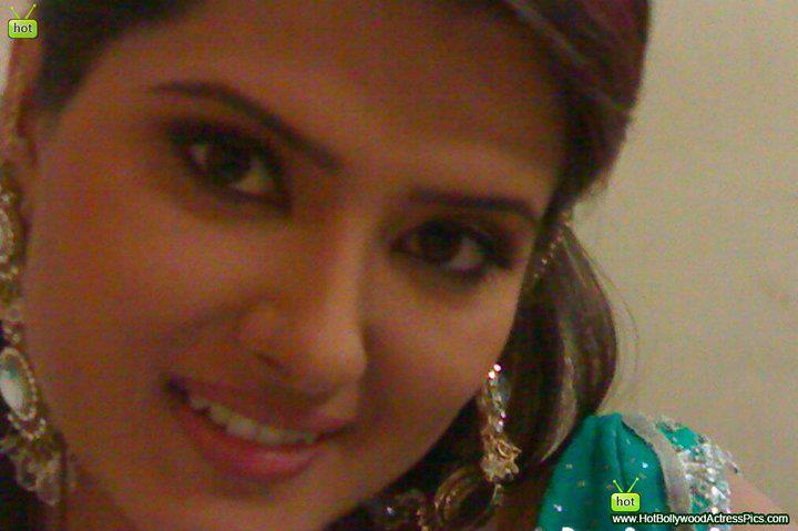 Kratika Sengar Closeup Photo 1