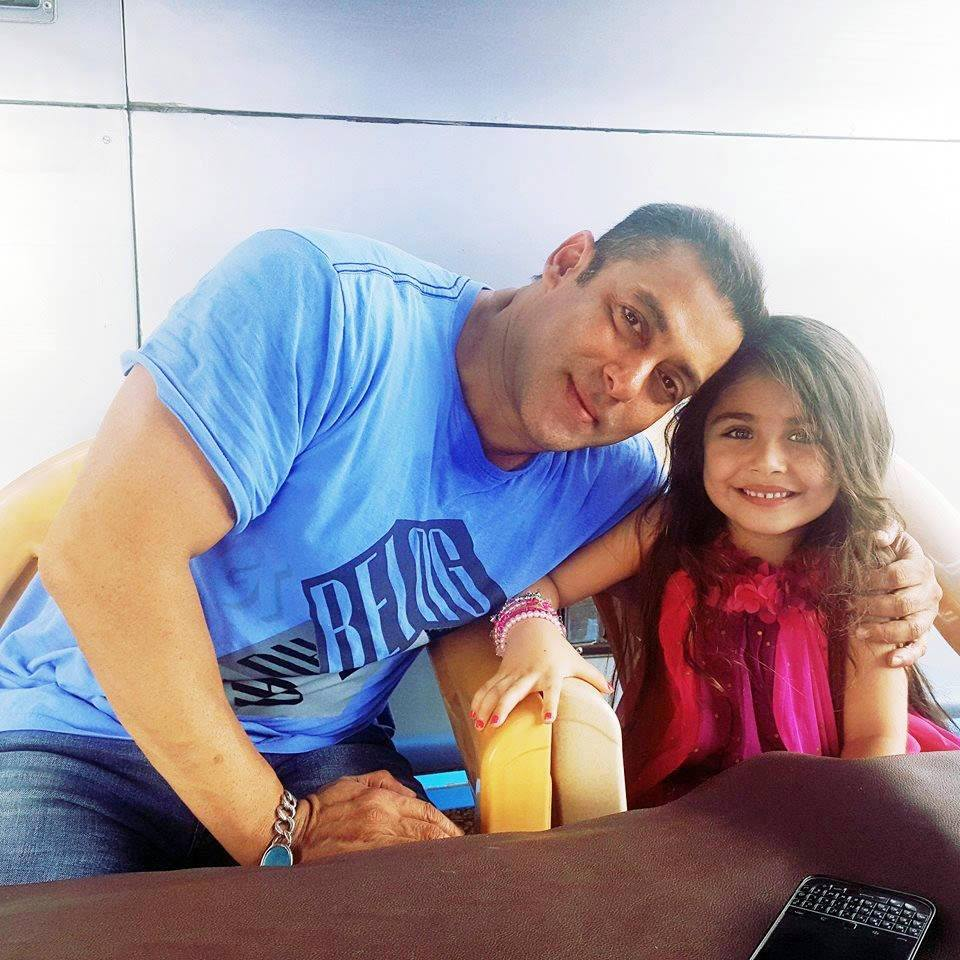 So Cute! Salman Khan pose with Suzi Khan on the sets of Sultan