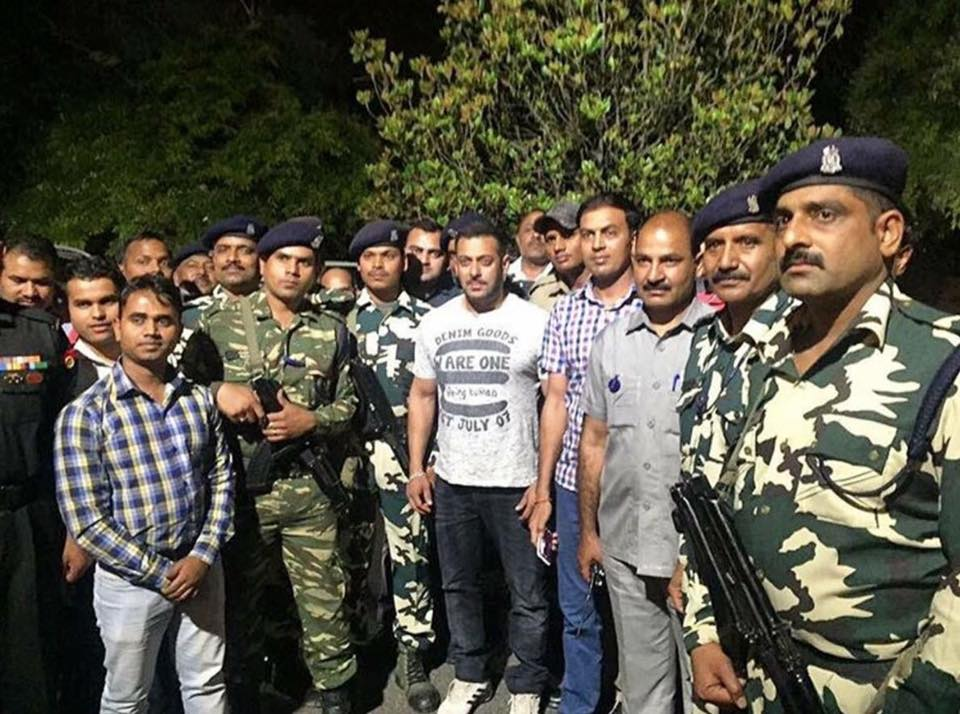 Spotted! Salman khan meets the military men on the sets of Sultan