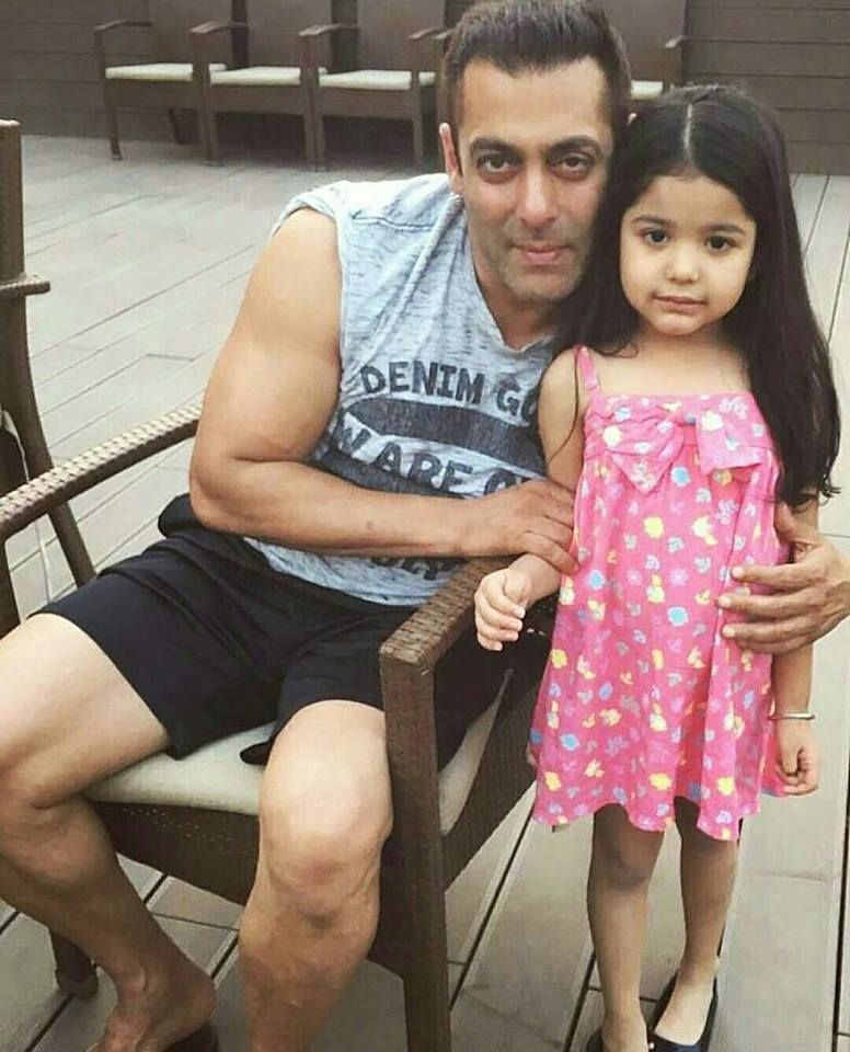 On The Sets Sultan! Salman Khan with his cute little fan in Ludhiana
