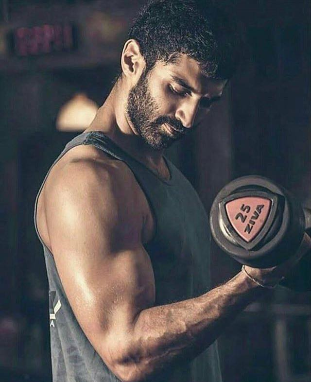 Hottie Aditya roy kapoor, building muscles for 'Ok Janu'. Fitness goals!