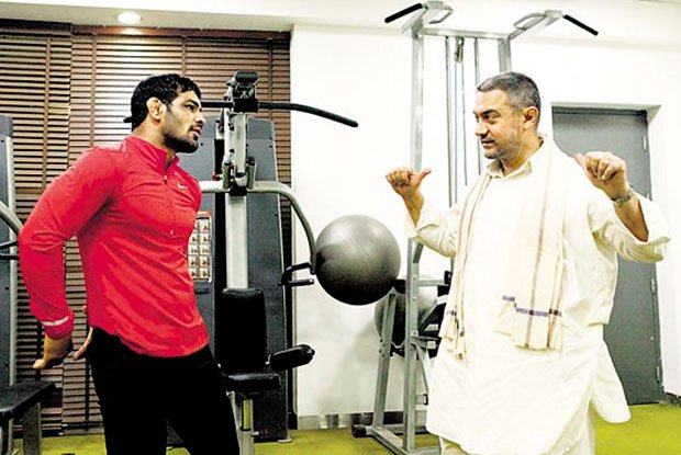 Aamir Khan Spotted with wrestler Sushil Kumar