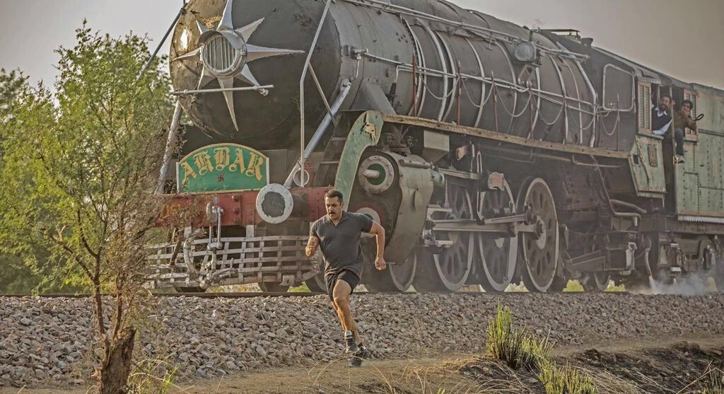 Sultan! Salman khan racing against the heavily built railway engine Akbar
