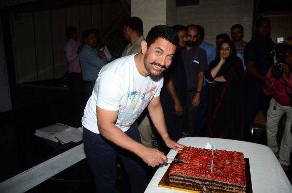 Aamir Khan Celebrates 51st Birthday-04