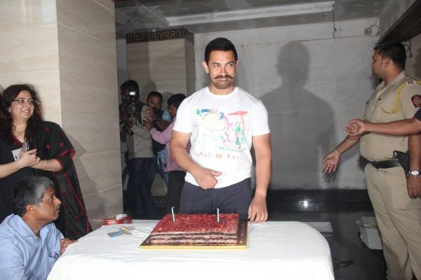Aamir Khan Celebrates 51st Birthday-05