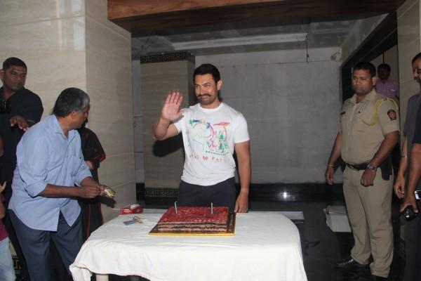 Aamir Khan Celebrates 51st Birthday-07