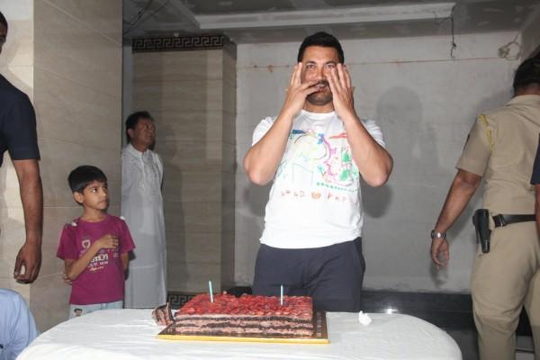 Aamir Khan Celebrates 51st Birthday-11