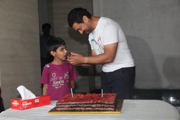 Aamir Khan Celebrates 51st Birthday-12