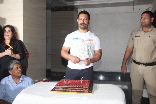 Aamir Khan Celebrates 51st Birthday-14