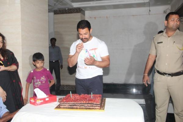Aamir Khan Celebrates 51st Birthday-15