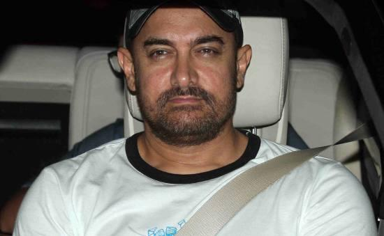 Aamir Khan & Kiran Rao Snapped Outside of Lightbox Theater in Mumbai-01