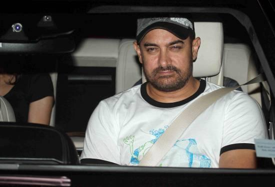 Aamir Khan & Kiran Rao Snapped Outside of Lightbox Theater in Mumbai-02