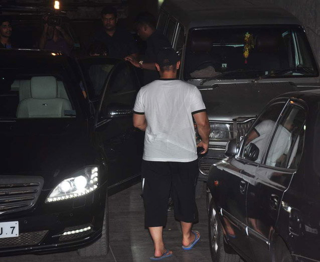 Aamir Khan & Kiran Rao Snapped Outside of Lightbox Theater in Mumbai-04