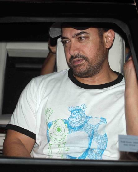 Aamir Khan & Kiran Rao Snapped Outside of Lightbox Theater in Mumbai-11