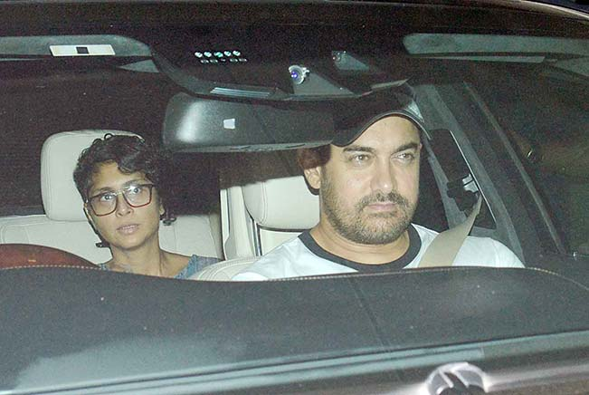 Aamir Khan & Kiran Rao Snapped Outside of Lightbox Theater in Mumbai-13