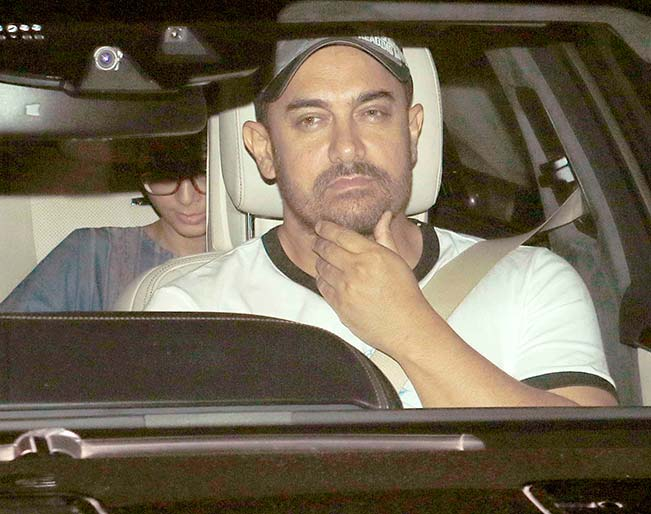 Aamir Khan & Kiran Rao Snapped Outside of Lightbox Theater in Mumbai-15