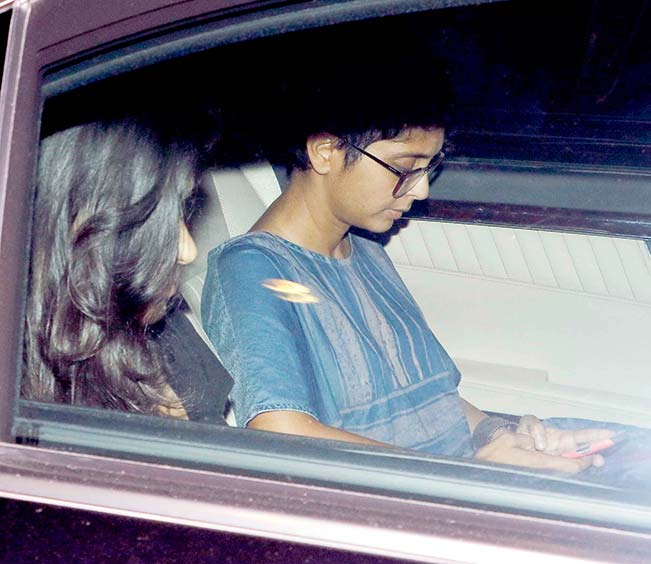 Aamir Khan & Kiran Rao Snapped Outside of Lightbox Theater in Mumbai-23
