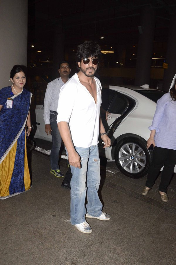 Aamir Khan, Shahrukh Khan and Manish Paul Spotted at Mumbai Airport