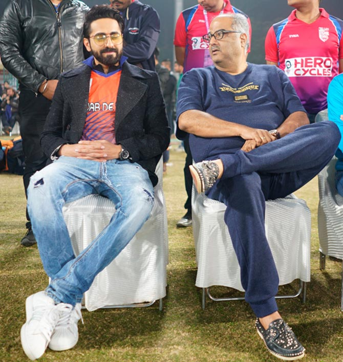 Adah Sharma & Ayushmann Khurrana watch Cricket