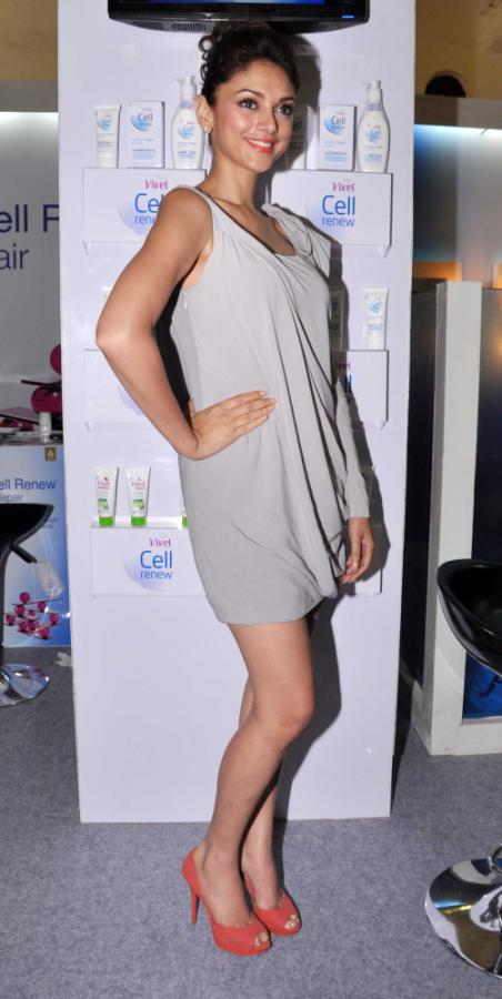 Aditi Rao Hydari Launch Vivel Cell Renew - 12