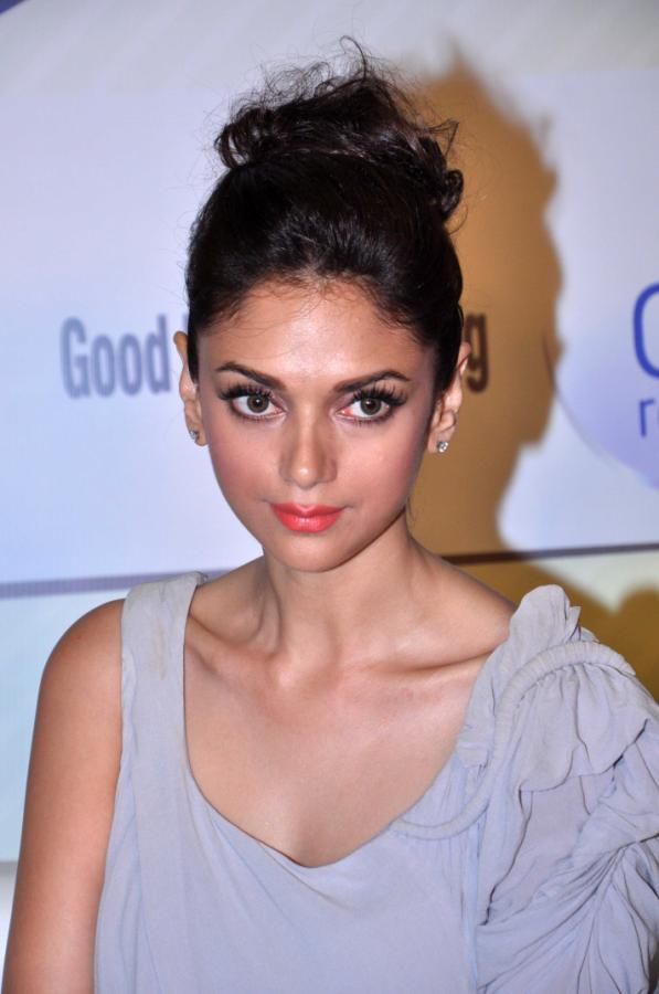 Aditi Rao Hydari Launch Vivel Cell Renew - 24