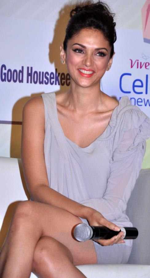 Aditi Rao Hydari Launch Vivel Cell Renew - 25
