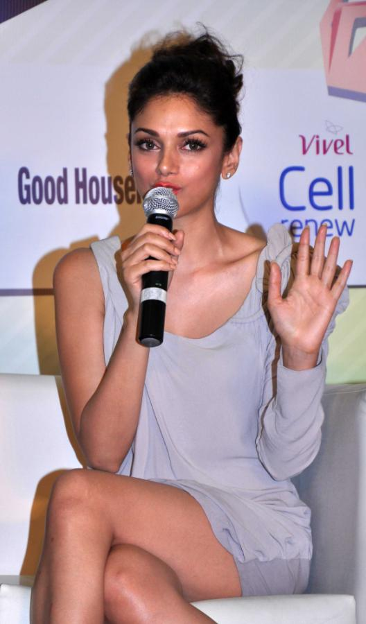 Aditi Rao Hydari Launch Vivel Cell Renew - 28