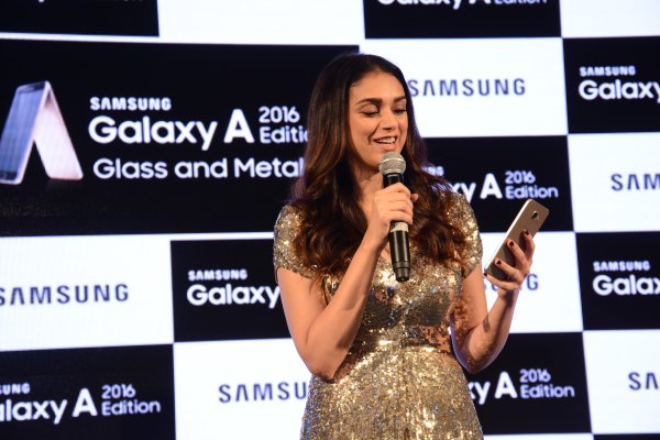 Aditi Rao Hydari Launches Samsung Galaxy A5 and Galaxy A7 Smartphones