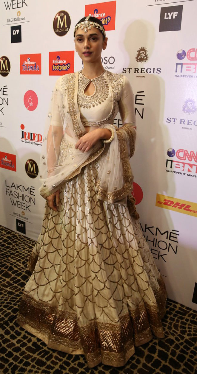Aditi Rao Hydari Walk The Ramp for Jayanti Reddy at Lakme Fashion Week 2016