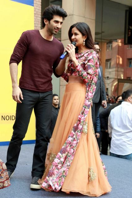 Aditya Roy Kapur & Katrina Kaif Promoted Fitoor Movie at Noida