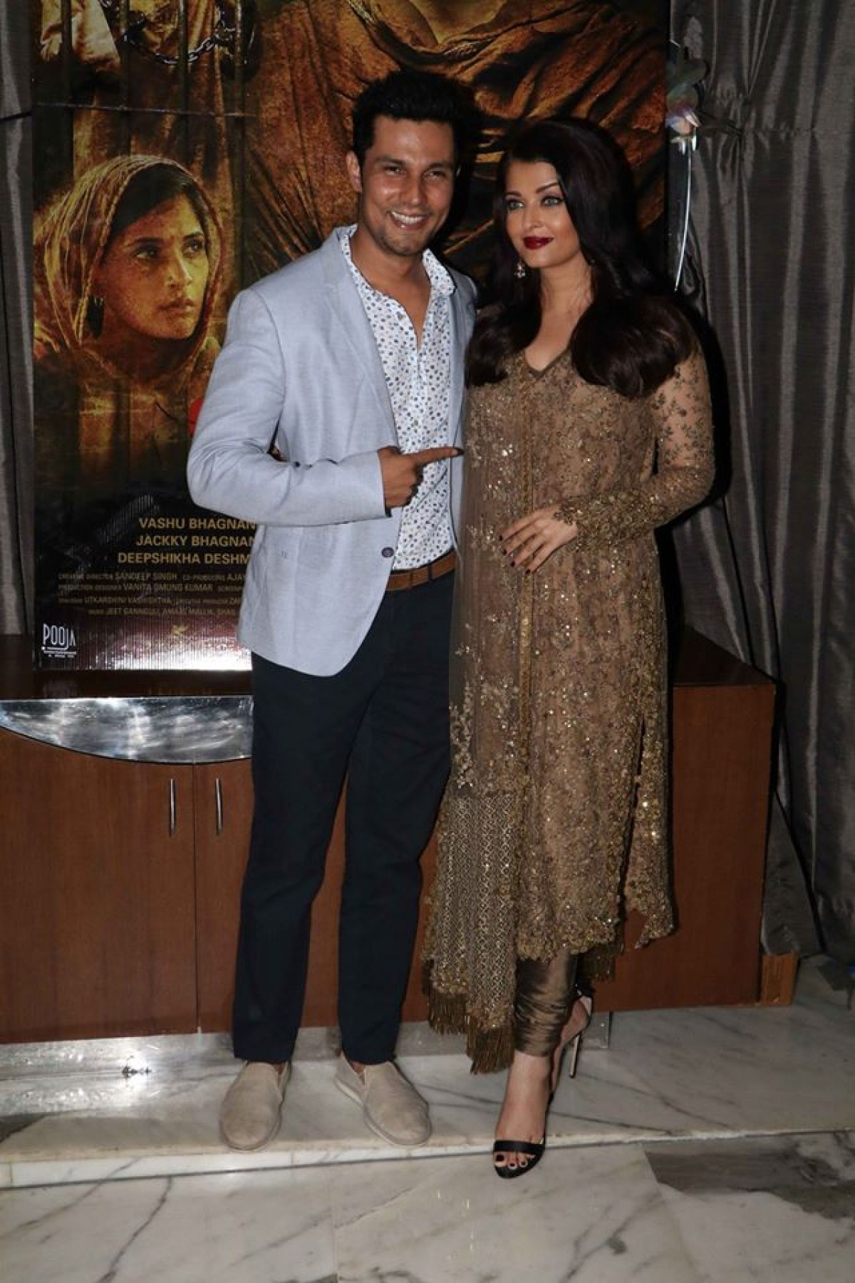 Aishwarya and Randeep at Success Party of Sarbjit Movie