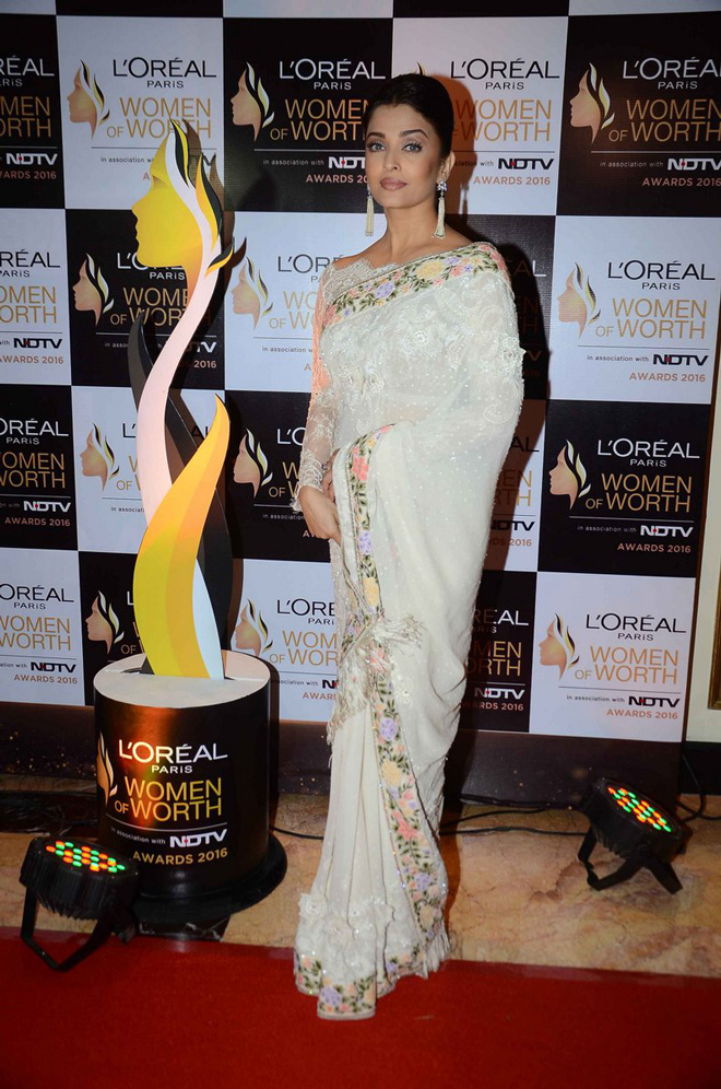 Aishwarya, Katrina & Sonam Kapoor at LOreal Paris Women of Worth Awards Ceremony