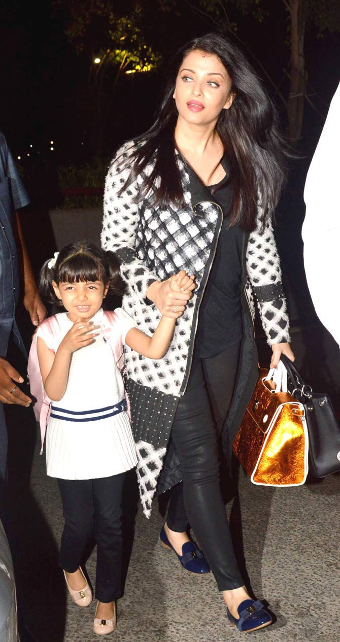 Aishwarya Rai and Aaradhya Spotted at Mumbai Airport