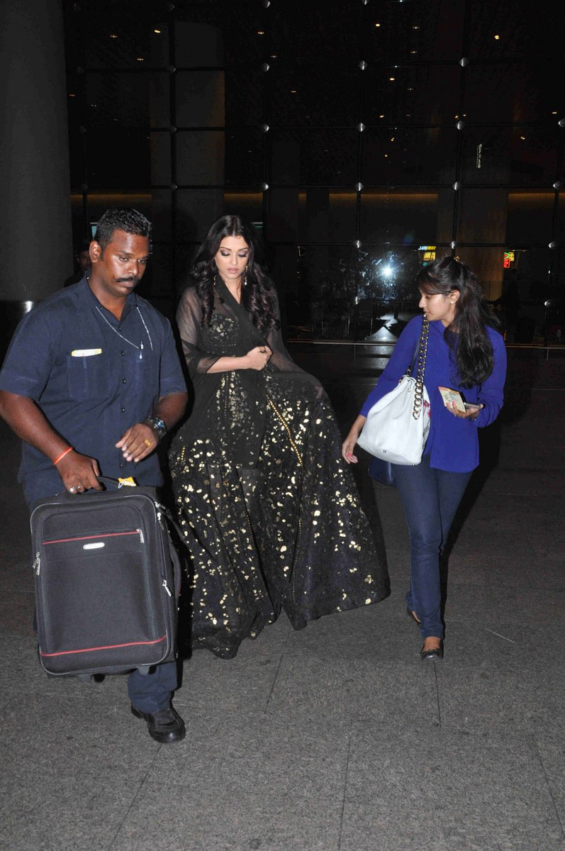 Aishwarya Rai Bachchan Spotted at Airport