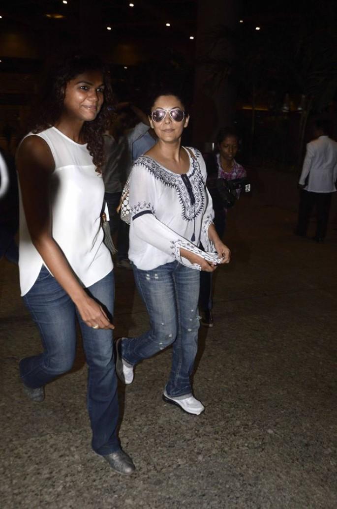 Aishwarya Rai, Shahrukh Khan and Other Celebs Spotted at Mumbai Airport