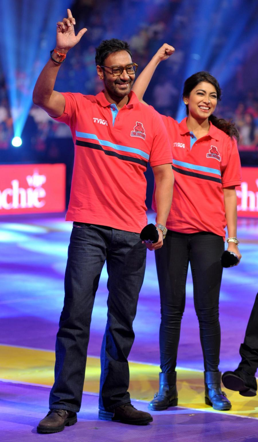 Ajay Devgan & Shriya Saran at Pro Kabaddi League in Jaipur