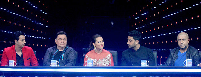 All Is Well : Abhishek Bachchan & Rishi Kapoor On The Sets Of Indian Idol Junior