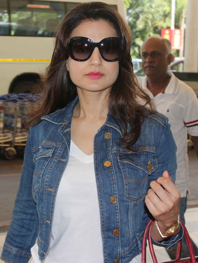 Ameesha Patel & Sachin Tendulkar Spotted at the Mumbai Airport