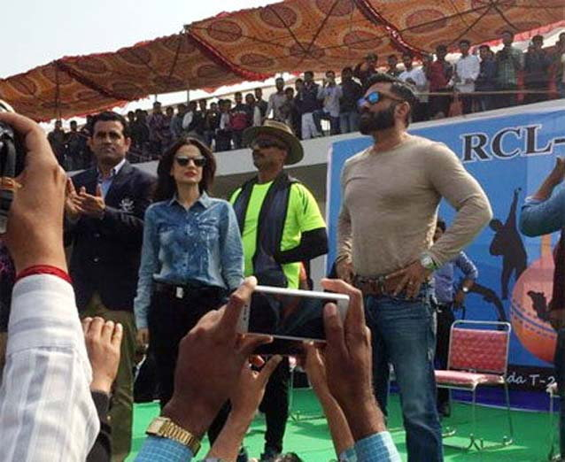 Amisha Patel and Sunil Shetty Watched Match in kota