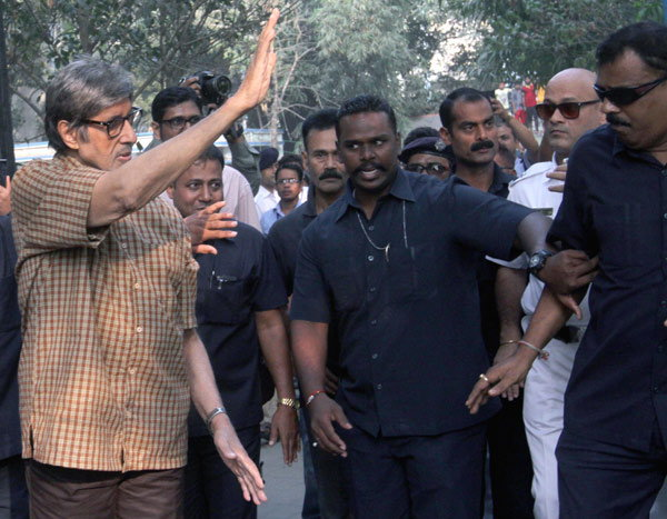 Amitabh Bachchan Shooting for Upcoming Film Te3n in Kolkata
