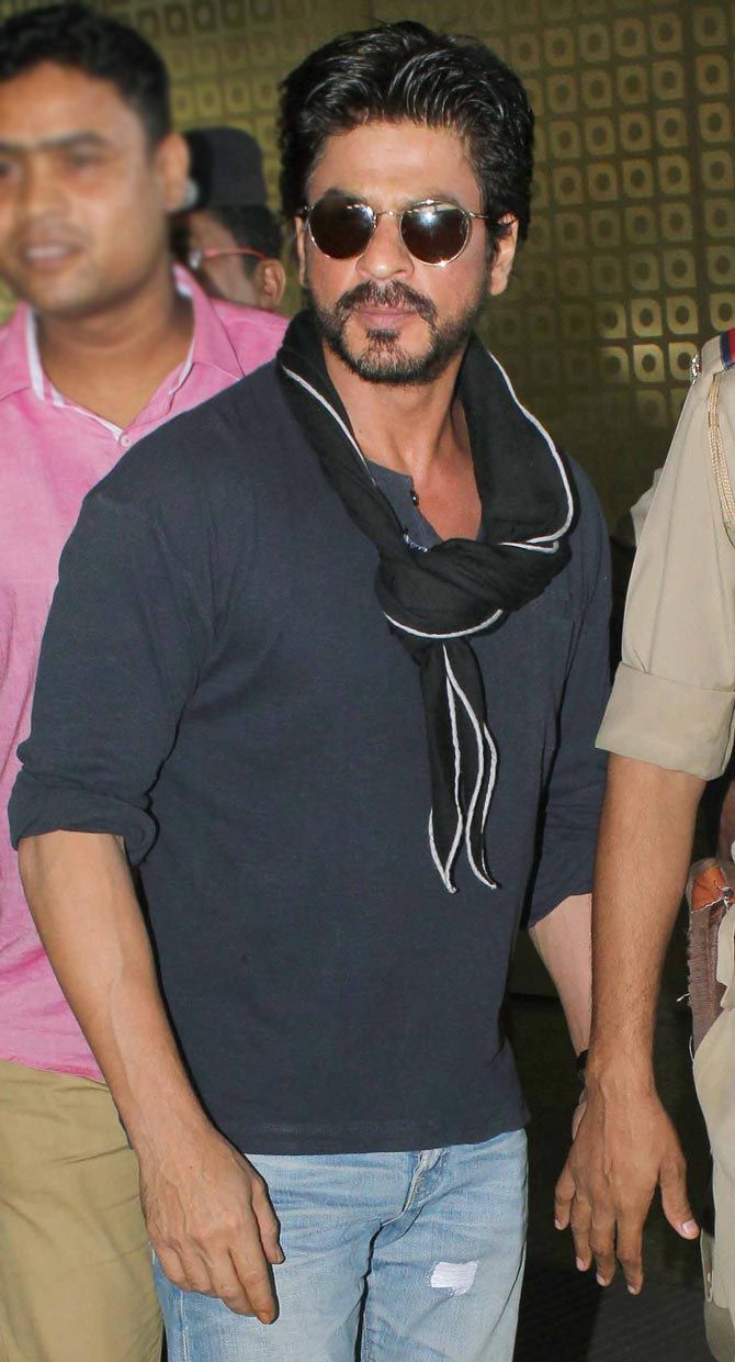Amrita Rao, Shahrukh Khan and Other Celebs Spotted at Mumbai Airport