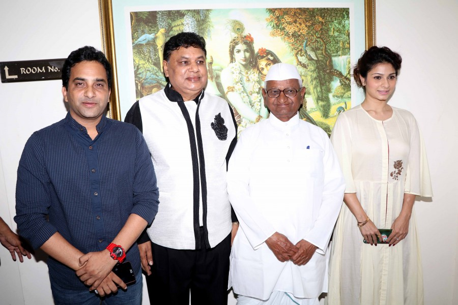 Anna Hazare, Tanisha and Shashank Udapurkar