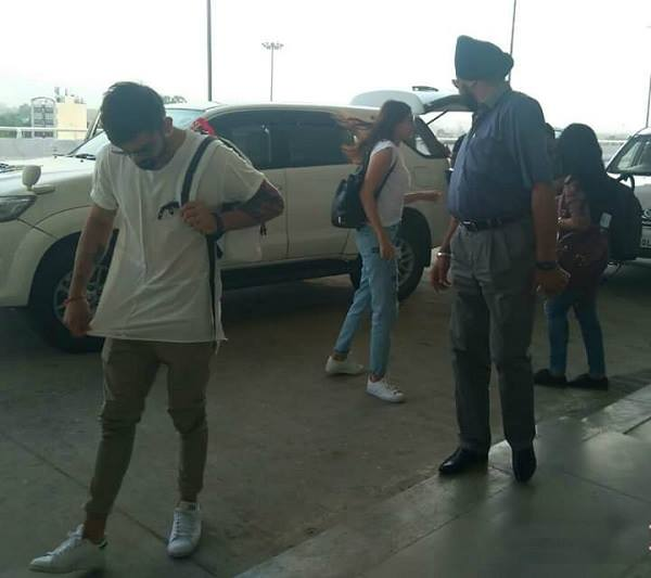 Anushka Sharma Spotted with Virat Kohli at Mumbai Airport