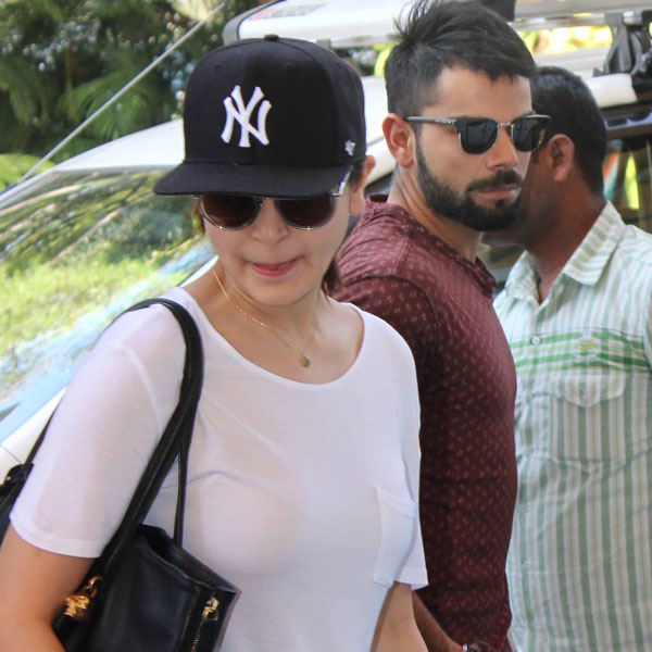 Anushka Sharma with Virat Kohli Spotted at Mumbai Airport