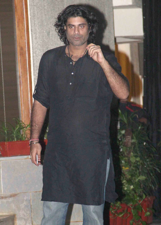 Bachchans Bungalow Jalsa Party Photos