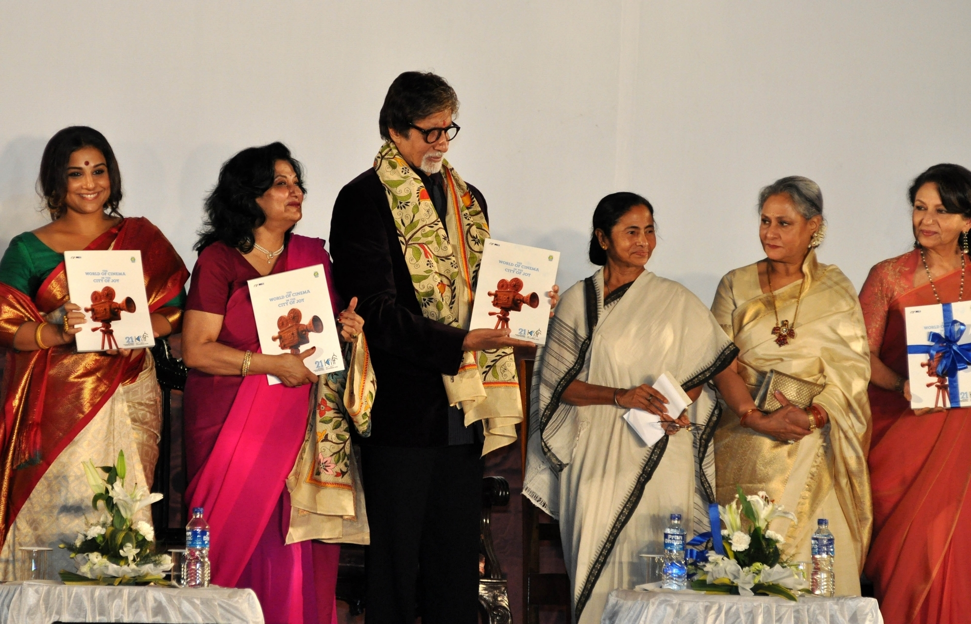 Big B Inaugurates 21st  Kolkata Film Festival in Kolkata