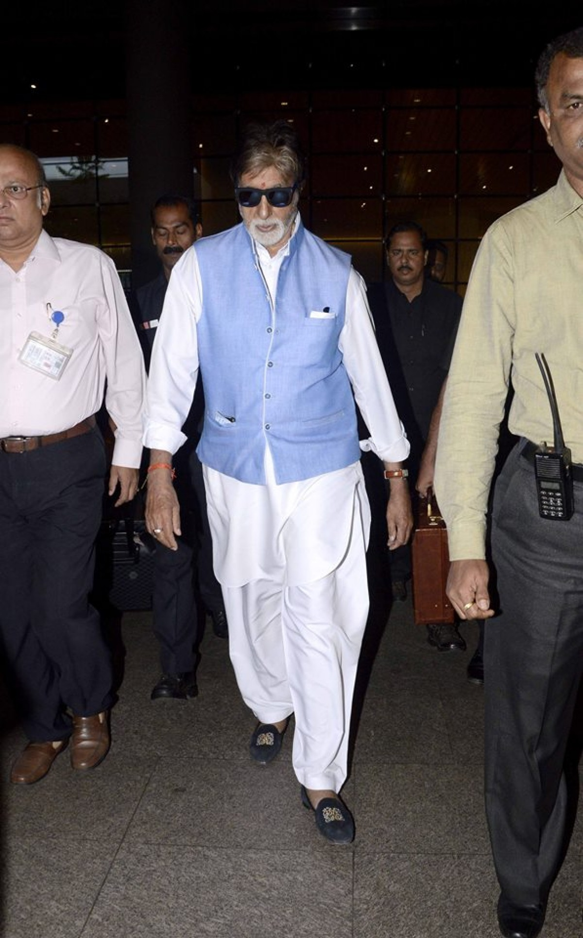 Big B Spotted at Mumbai Airport