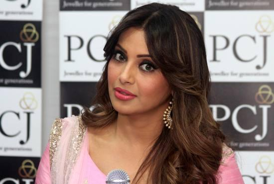 Bipasha Basu Launches PC Jewellers Varanasi Store